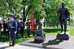 Игнатов А.И. Памятник военному почтальону