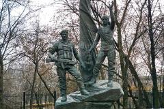 Переяславец М.В. Памятник погибшим десантникам (г. Москва). Бронза. 2002 г.