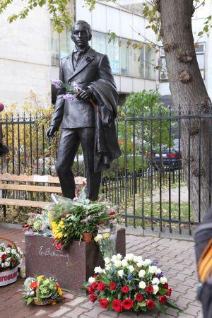 Игнатов А.И. Памятник Вахтангову
