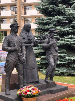 Клавсуц Д.В. Памятник военным врачам