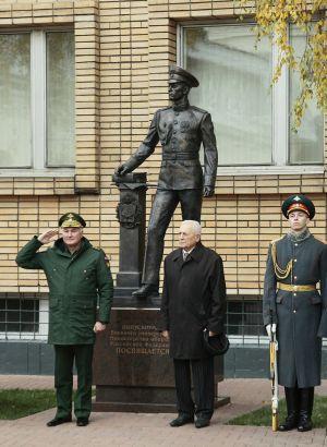Игнатов А.И. Памятник выпускнику военного университета